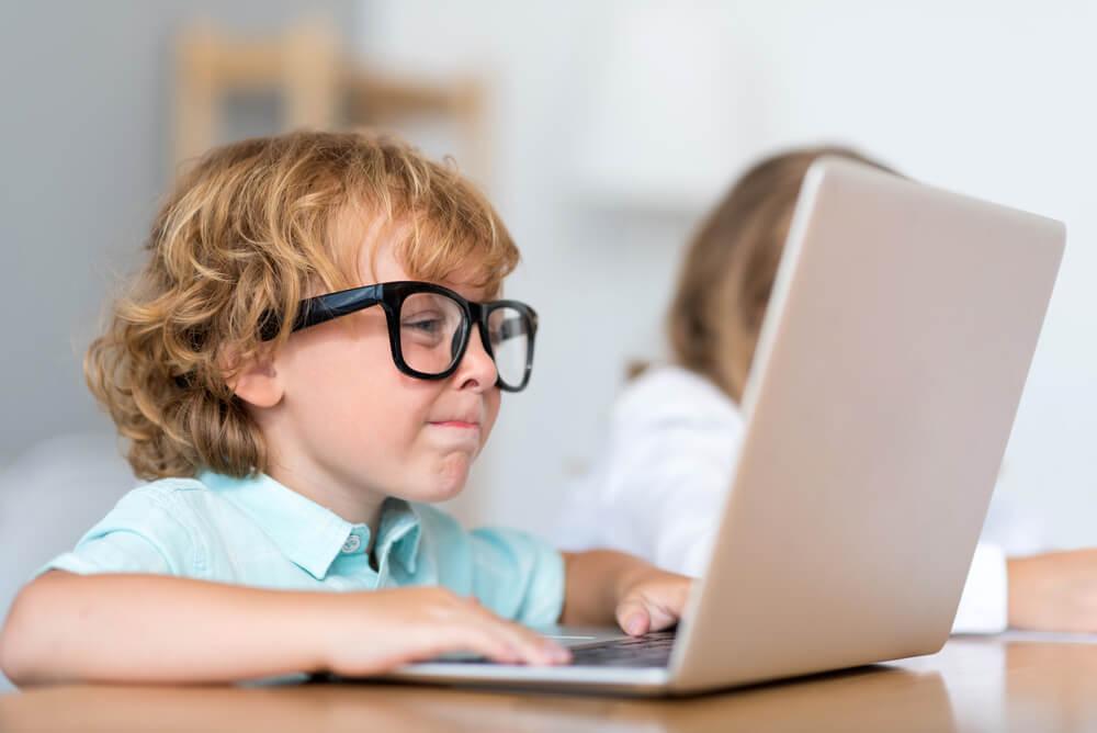 Чем занимается ваш ребенок в социальных сетях?